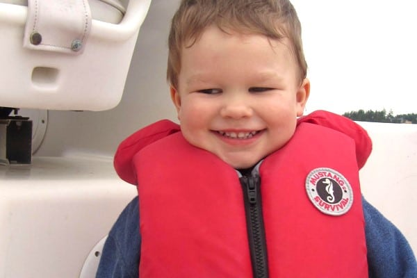 Image of a child wearing a properly fitten life jacket.